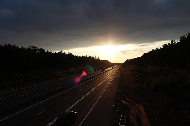שמש מסוונורת בכביש